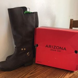 🆕Arizona boots color brown size 9